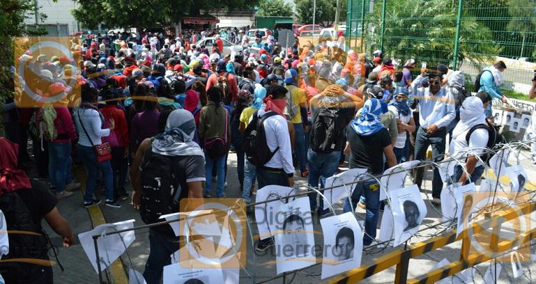 protesta_normalistas_ayotzinapa_fiscalia-4