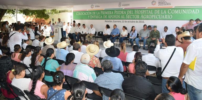 coloca-hector-astudillo-primera-piedra-para-nuevo-hospital-de-petatlan