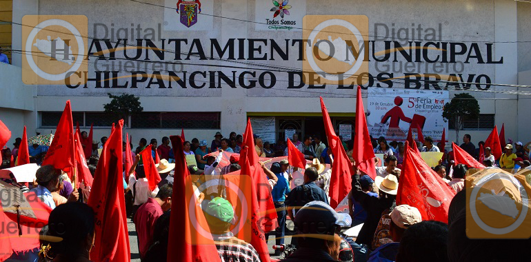marcha-antorcha-campesina-y-protesta-en-el-ayuntamiento-de-chilpancingo