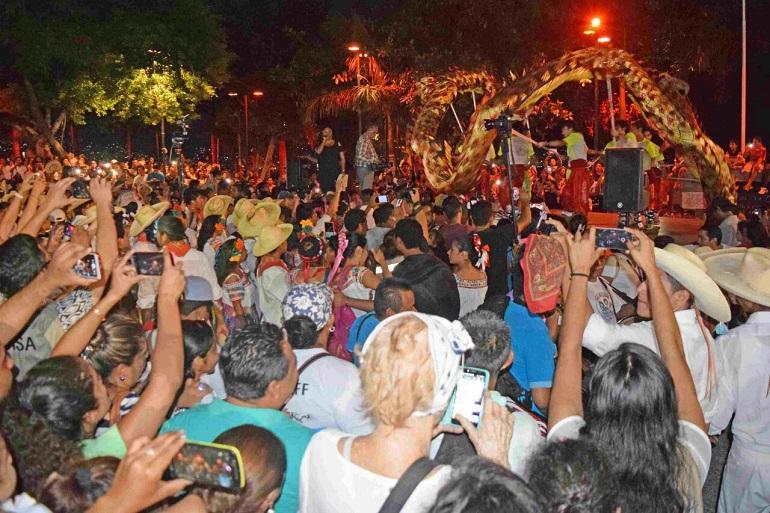 participan-miles-en-las-caravanas-previas-a-la-inauguracion-de-la-nao-2016-1