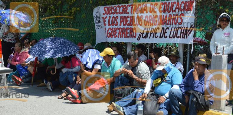 protesta-ceteg-en-fiscalia-por-asesinato-de-dos-normalistas-de-ayotzinapa
