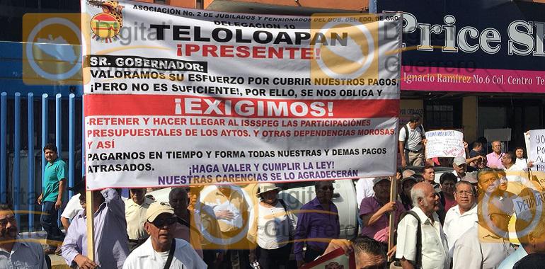 protestan-jubilados-en-el-ayuntamiento-de-chilpancingo-exigen-el-pago-del-issspeg