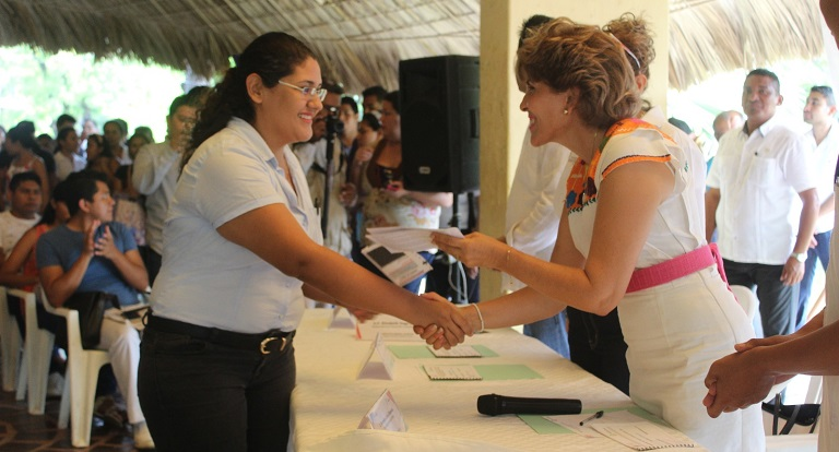 entrega_becas_sociales-acapulco