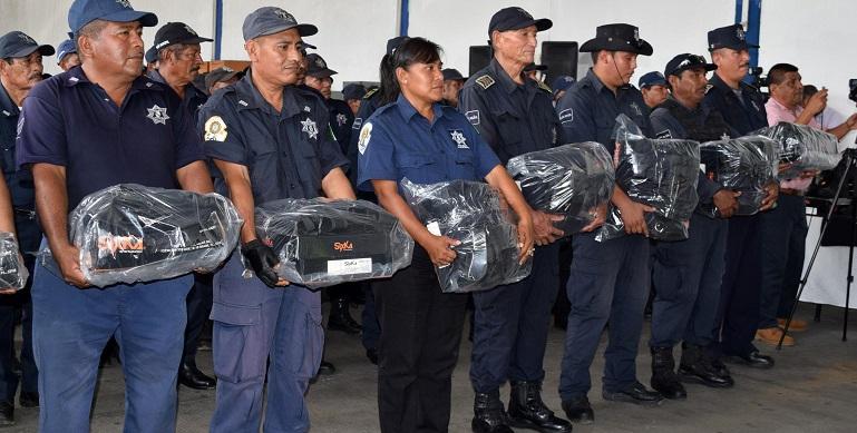 entrega_uniformes_policia_rural_acapulco-1