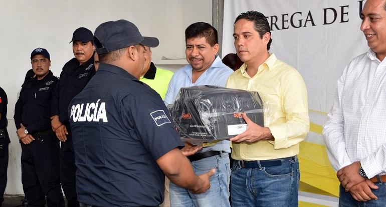 entrega_uniformes_policia_rural_acapulco-2