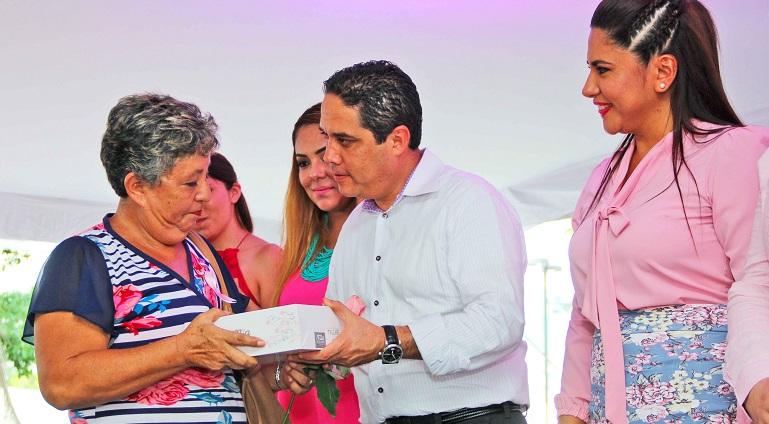 martes_mujer_entrega_protesis-1