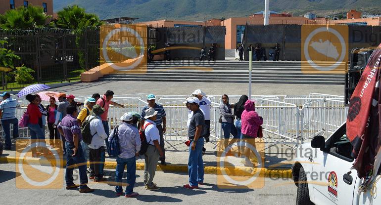 mitin_palacio_gobierno_ayotzinapa-2
