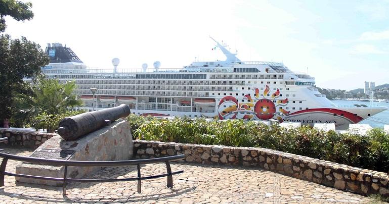 norwegian_sun_puerto_acapulco-1