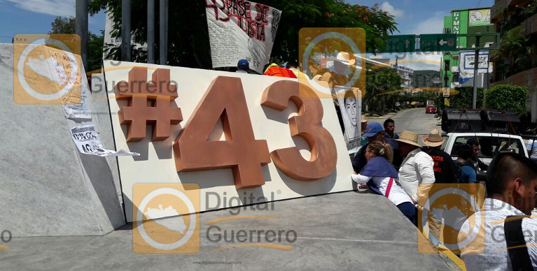 placa_normalistas_desaparecidos_chilpancingo