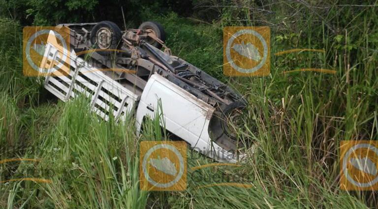 volcadura_camioneta_tecpan_heridos-5