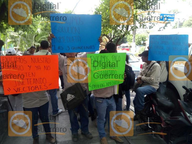 protestan-trabajadores-de-la-secretaria-de-salud-en-chilpancingo-exigen-pagos-1