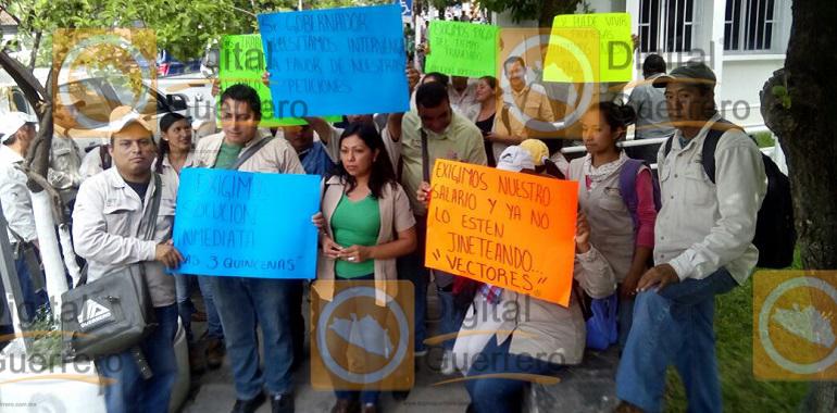 protestan-trabajadores-de-la-secretaria-de-salud-en-chilpancingo-exigen-pagos