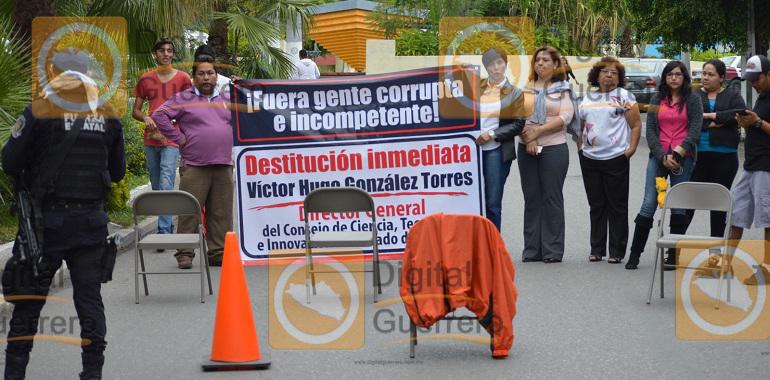 protestan-trabajadores-del-cocitieg-en-chilpancingo