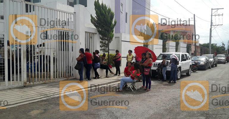 protesta_padres_familia_chilpancingo1