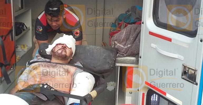 Volcadura de camioneta deja 2 muertos en Guerrero