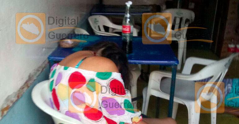 Matan a 2 mujeres y un hombre en un bar de Acapulco