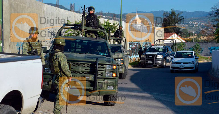 Tiran dos cadáveres torturados frente a Semefo de Chilpancingo