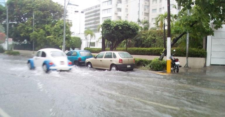 Calvin degradó a depresión tropical pero persiste alerta en México