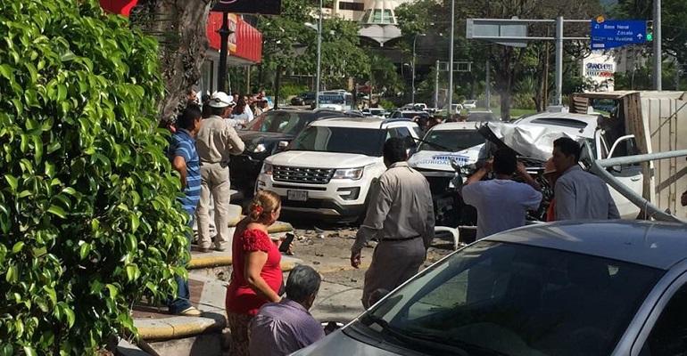Camión sin frenos deja cinco heridos