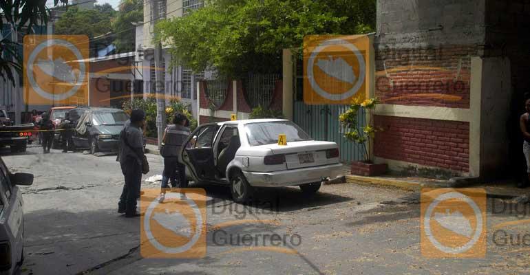 Hallan masculino encajuelado en Taxi — Acapulco