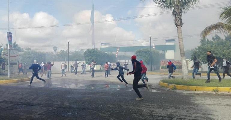 Vandalizan cuartel del Ejército por protesta del caso Ayotzinapa