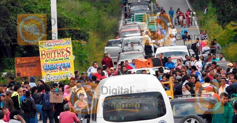 Un comando armado incendia autobús de pasajeros en Guerrero