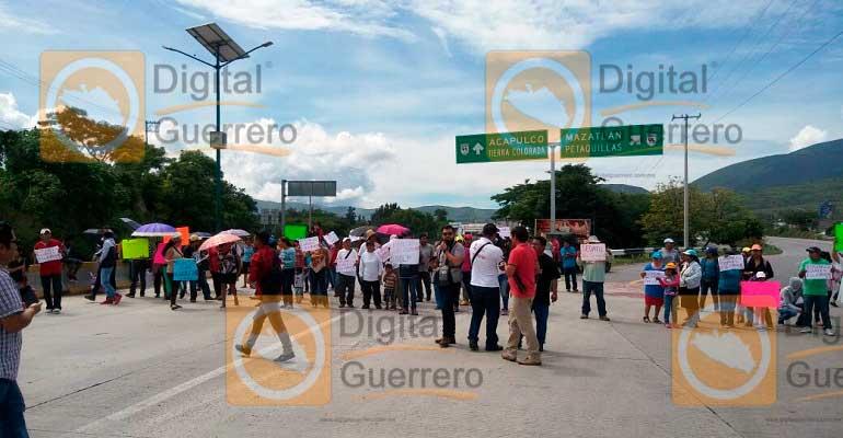 Bloquean damnificados de Ingrid y Manuel en Chilpancingo