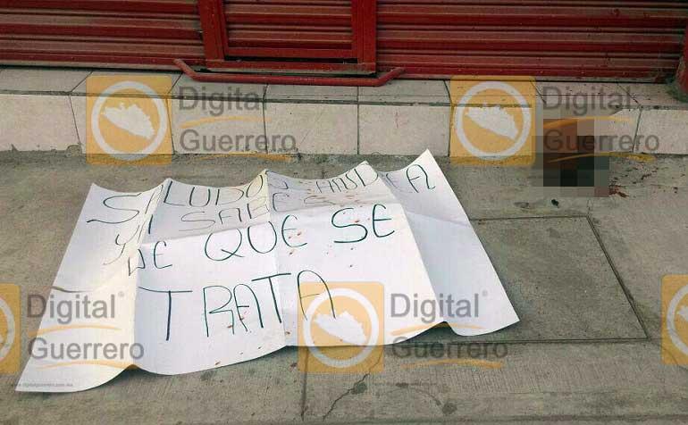 En Guerrero encuentran a mujer degollada y bebé viva en una hielera