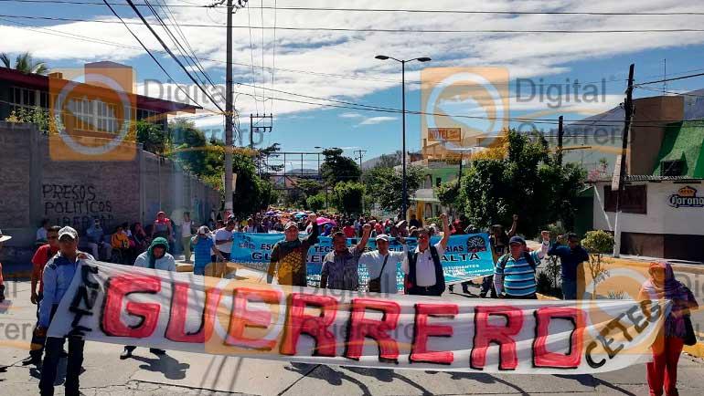 Vandalizan maestros del CETEG oficinas del SNTE en Guerrero